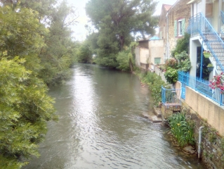 ENTRAIGUES - LES BORDS DE LA SORGUE-vaucluse